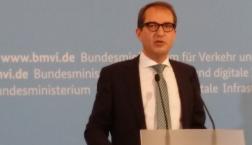 Alexander Dobrindt, Verkehrsminister, am 25.03.2014 im BMVI (c) Deutschlandradio Hauptstadtstudio/Falk Steiner
