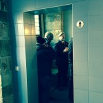 Queuing for the toilet in Ypern: Erstmals ist die Schlange in der Herrentoilette länger als bei den Damen. Many old men in town. (c) Christiane Habermalz / Deutschlandradio Hauptstadtstudio