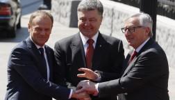 EU-Ukraine-Gipfel in Kiew (v.l.n.r. Donald Tusk, Petro Poroshenko und Jean-Claude Juncker) © European Union