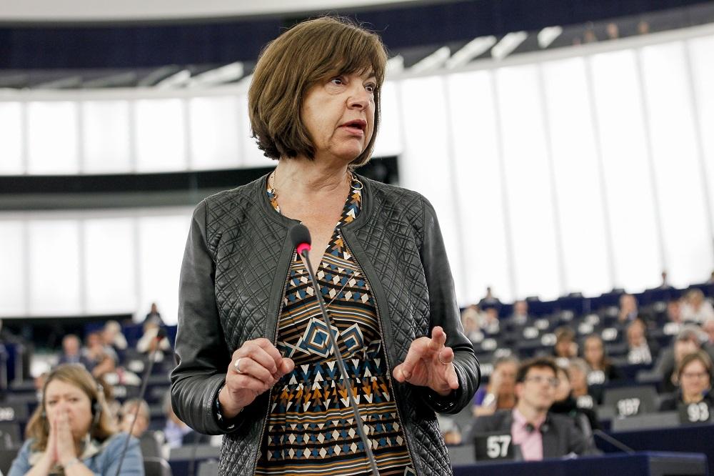 Rebecca Harms (Grüne) während der turbulenten TTIP-Sitzung im Europaparlament © European Union 2015 - source:EP