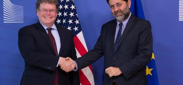 Die TTIP-Verhandlungsführer Dan Mullaney (USA) und Ignacio Garcia Bercero (EU) vor der 10. Verhandlungsrunde (v.l.) © European Union 2015