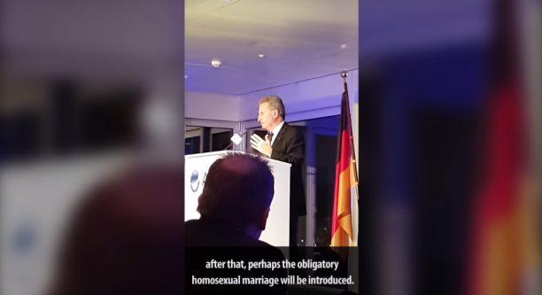 Günther Oettinger im Videomitschnitt seiner Rede im Hamburg. Quelle: Sebastian Marquardt