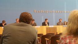 Nachdenklich wirkte Regierungssprecher Steffen Seibert heute gleich mehrfach in der Regierungspressekonferenz.