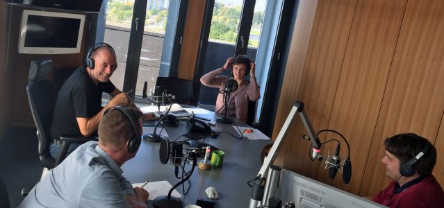 Konferenztisch und Produktionsstudio - im Hauptstadtstudio-Politikpodcast wird beides zu einem. (c) Katharina Hamberger